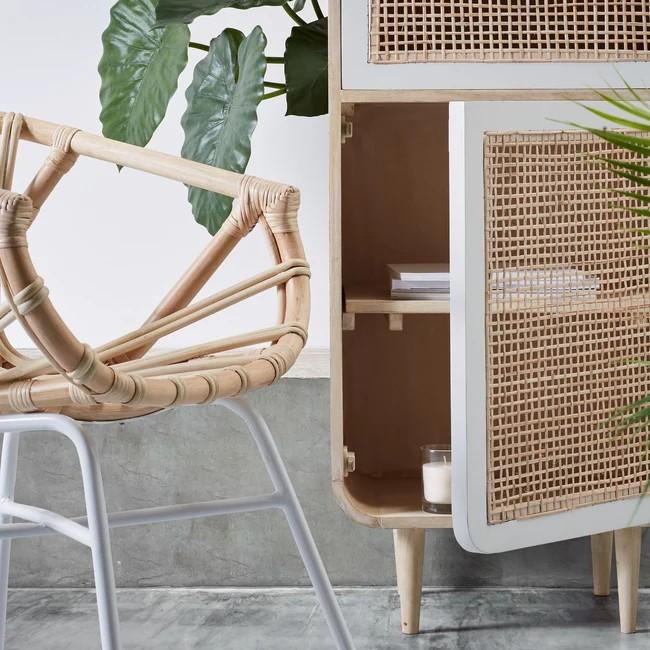Wygodne i funkcjonalne krzesła do jadalni – jakie warto wybrać?