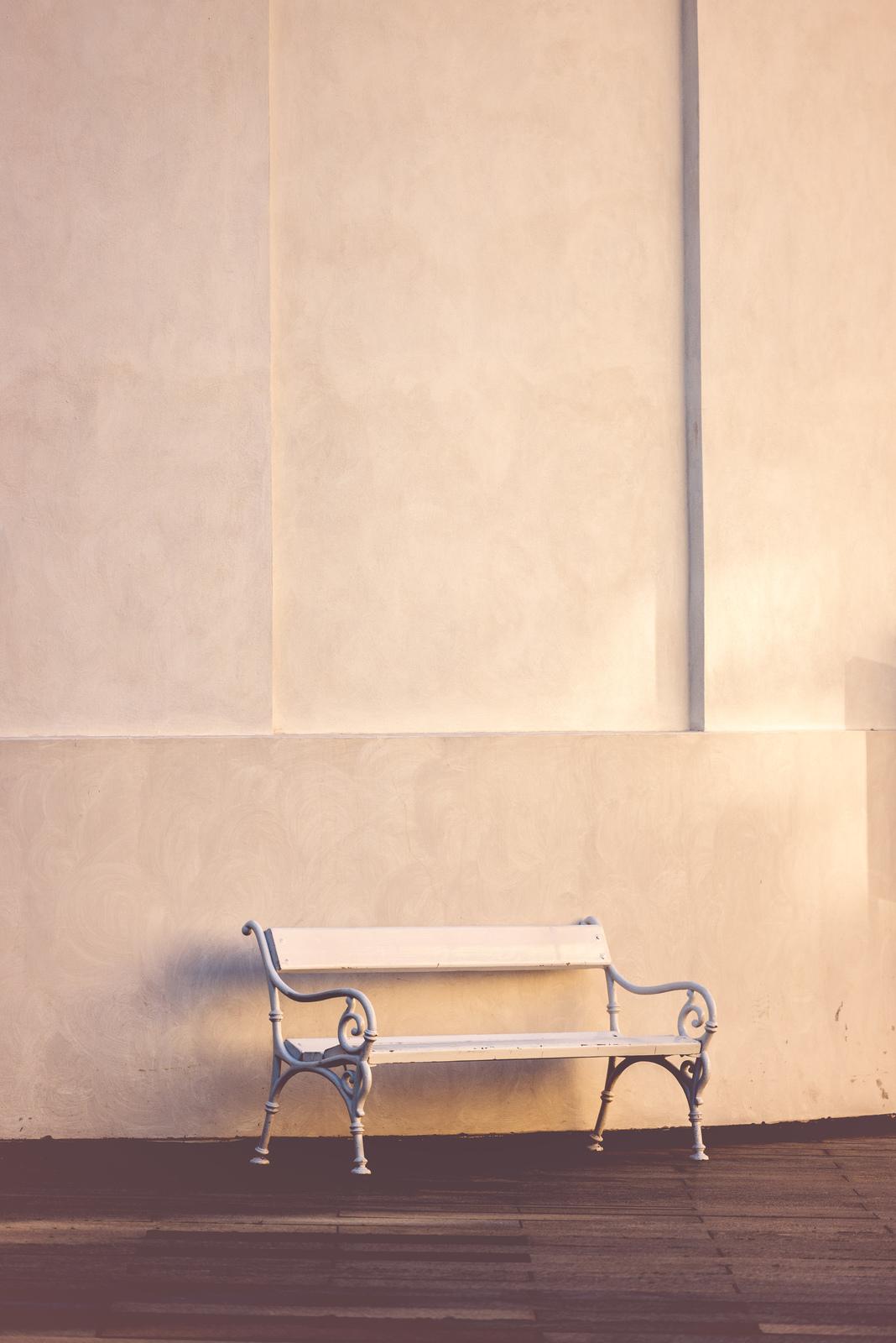 Kompaktowe i designerskie ławki na miarę XXI wieku